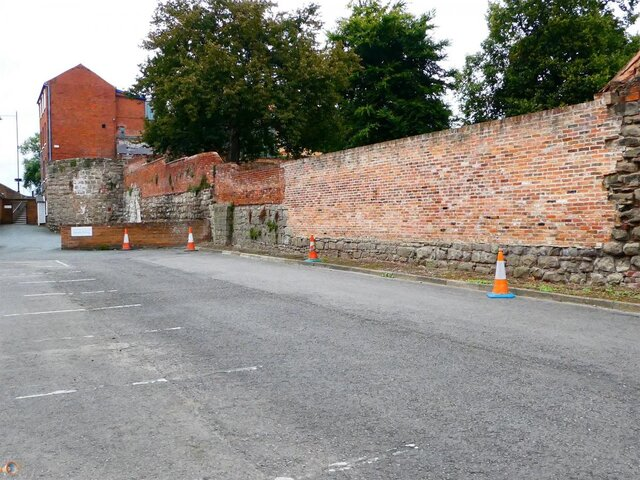 Hereford City Walls Greyfriars Avenue 1 .jpg